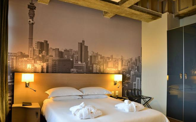 Reef Hotel - Johannesburg - Bedroom