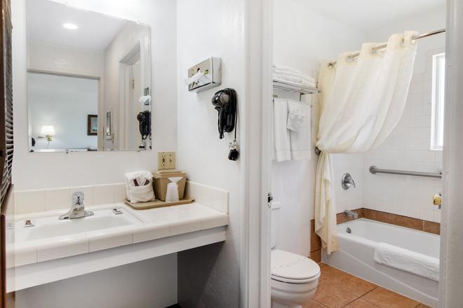 Eureka Town House Motel - Historic Old Town - Eureka - Bathroom