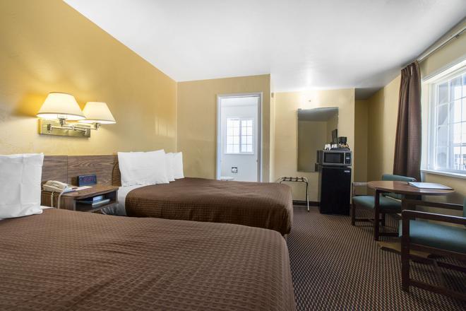 Eureka Town House Motel - Historic Old Town - Eureka - Bedroom