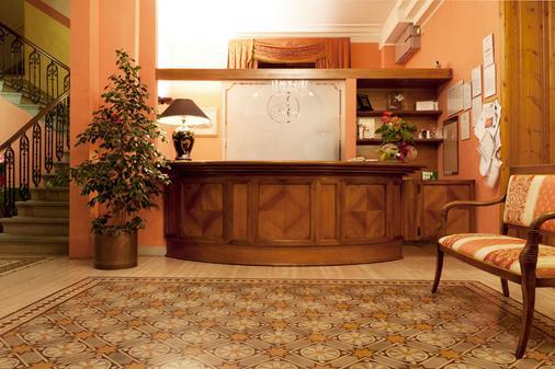 薩沃亞鐘樓酒店 - 蒙特卡提尼泰梅 - 蒙特卡蒂尼泰爾梅 - 櫃檯