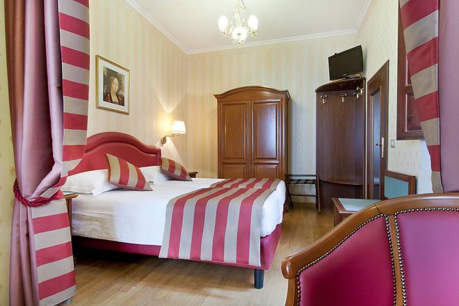 Hotel Piazza Di Spagna - Rome - Bedroom