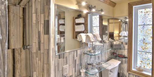 Chateau Saint-Marc - Montreal - Bathroom