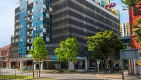 Hilton Garden Inn Singapore Serangoon - Singapore - Toà nhà