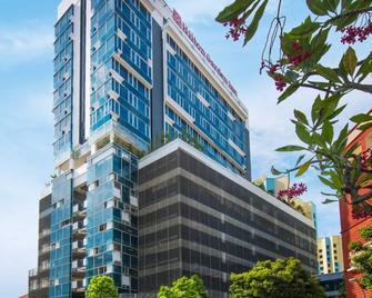 Hilton Garden Inn Singapore Serangoon - Singapore - Building