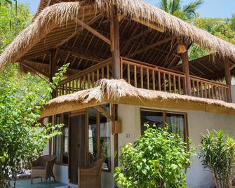 Sunrise Resort - Pemenang - Building