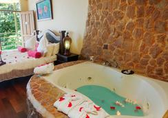 Issimo Suites Boutique Hotel & Spa - Adults Only - Manuel Antonio - Μπάνιο