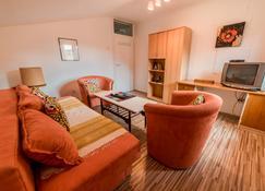 Rooms & Apartment GH Pasha - Tuzla - Huiskamer