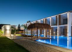 Lavris Hotel Bungalows - Гувия - Здание