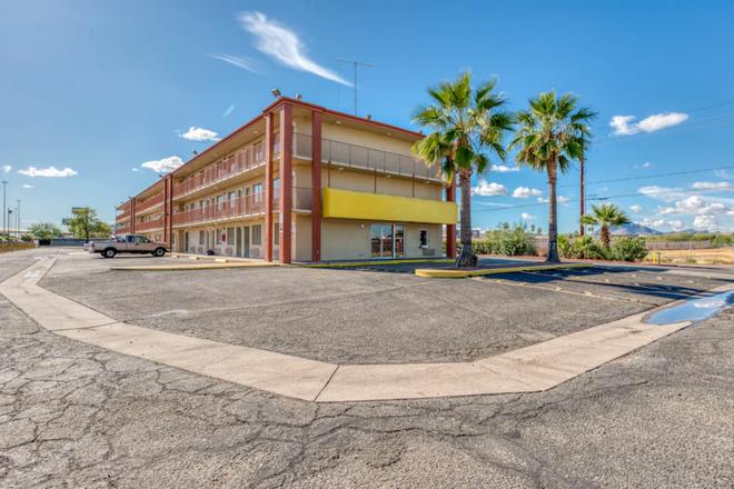 OYO Hotel Tucson Downtown - Tucson - Building