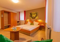 Hotel Drei Lilien - Werbach - Bedroom