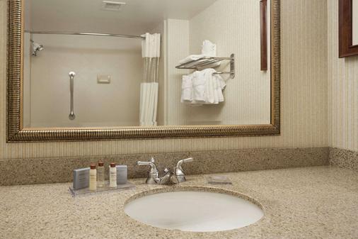 Wingate by Wyndham Lake George - Lake George - Bathroom