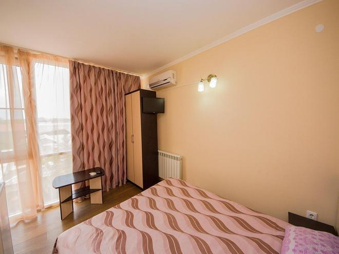 Aleksandr - Vityazevo - Bedroom