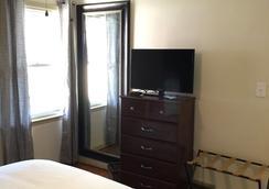 The Little Italy of Niagara Falls Bed & Breakfast - Niagaran putoukset - Makuuhuone