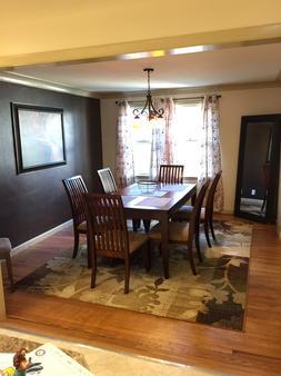 The Little Italy of Niagara Falls Bed & Breakfast - Niagara Falls - Dining room