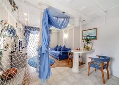 Khersones Apartments - Sevastopol - Living room