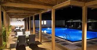 The Yellow Bamboo Resort & Spa - Gonikoppal - Pool
