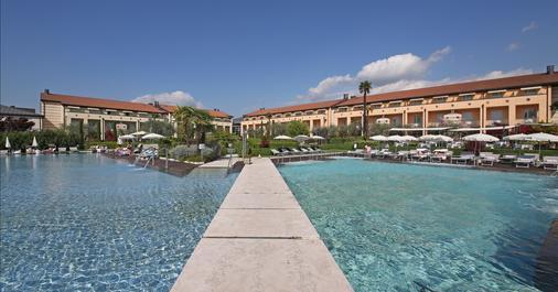 Hotel Caesius Thermae & Spa Resort - Bardolino - Κτίριο