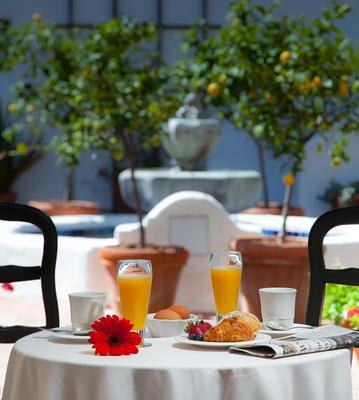 Spanish Garden Inn - Santa Barbara - Food
