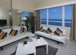 New Point Miami Beach Apartments - Miami Beach - Living room