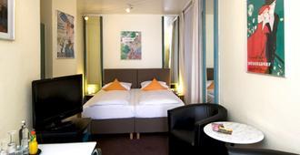 Monopol Hotel - Düsseldorf - Bedroom