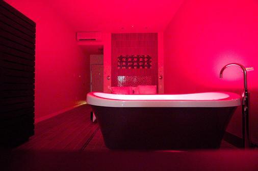 Casulo Hotel - Austin - Bathroom