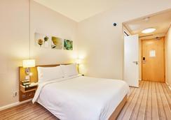 Hilton Garden Inn Birmingham Brindleyplace - Birmingham - Bedroom