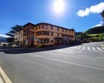Hosteria Picos De Europa - Potes - Building