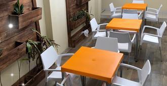 Piccolo Hostal - מנגואה - חדר אוכל