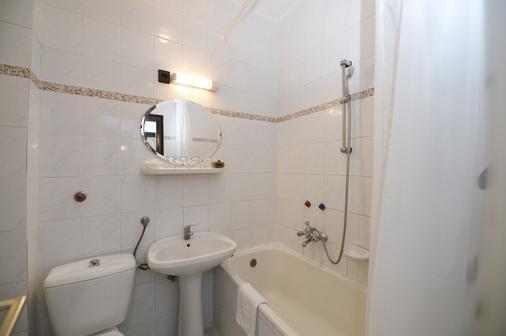 Budai Hotel - Budapest - Bathroom