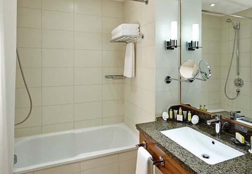 Twickenham Marriott Hotel - Twickenham - Bathroom