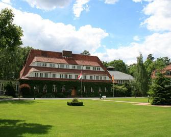 Hotel Döllnsee-Schorfheide - Темплін - Building