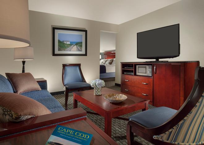 Inn on the Square - Falmouth - Living room