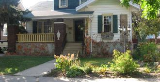 Redland Cottage Bed and Breakfast - Moose Jaw - Edificio