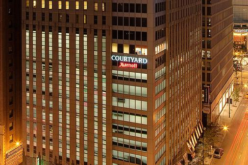 Courtyard by Marriott Chicago Downtown/Magnificent Mile - Chicago - Building