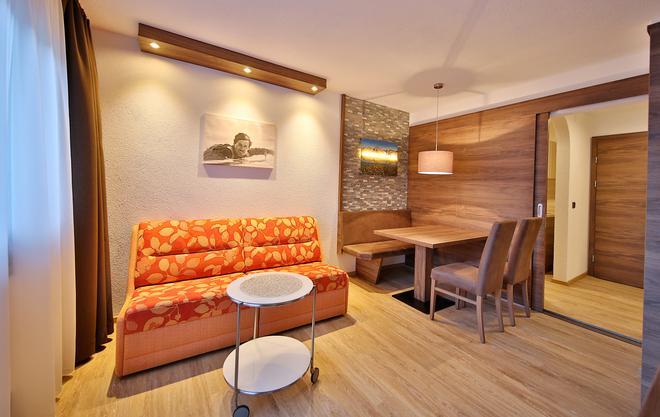 Hotel Garni Fiegl Apart - Sölden - Living room