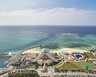 Sheraton Okinawa Sunmarina Resort - Onna