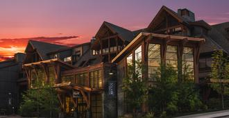 Solara Resort & Spa - Bellstar Hotels & Resorts - Canmore - Building