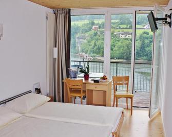 Hotel Restaurant Les Rives du Doubs - Les Brenets - Bedroom
