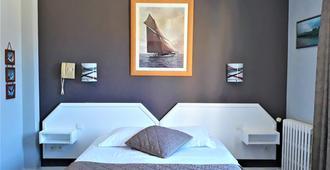 Hotel Le Reynita - Trouville-sur-Mer - Bedroom