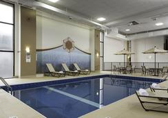 DoubleTree by Hilton Downtown Wilmington - Legal District - Wilmington - Piscina