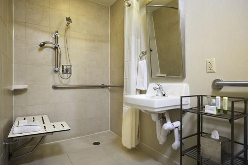 DoubleTree by Hilton Downtown Wilmington - Legal District - Wilmington - Bathroom