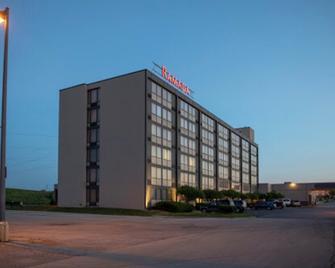 Ramada by Wyndham Cedar Rapids - Сидар-Рапидс - Здание