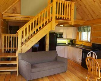 Sundog Retreat - Whitehorse - Living room