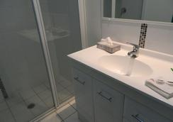 The Roseville Apartments - Tamworth - Bathroom