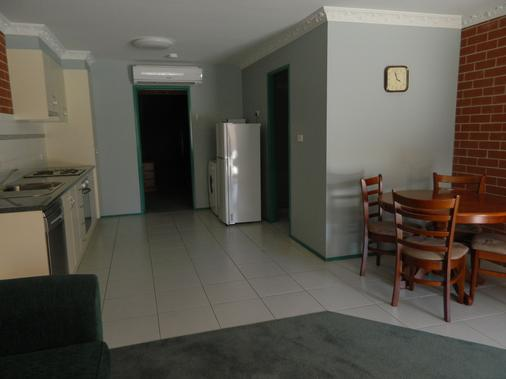 The Roseville Apartments - Tamworth - Dining room