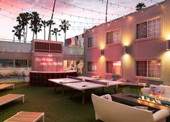 The Kinney - Venice Beach - Los Angeles - Patio