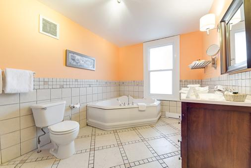 Auberge Château Des Tourelles - Québec City - Bathroom