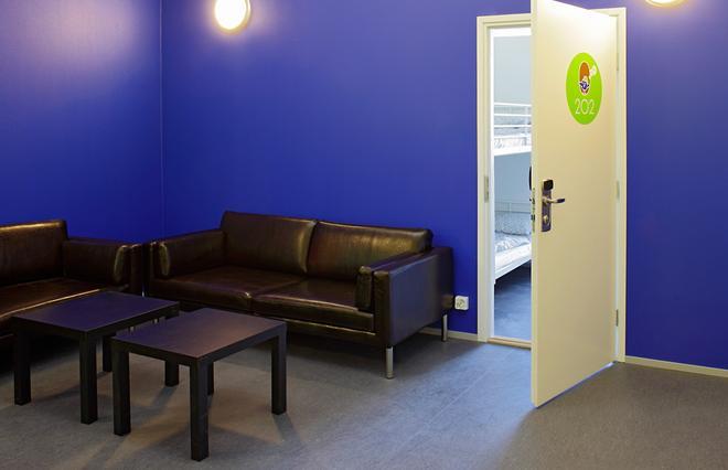 Cheapsleep Helsinki - Hostel - Helsinki - Living room
