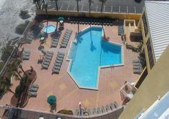 Ocean Breeze Club Hotel - Daytona Beach - Piscina