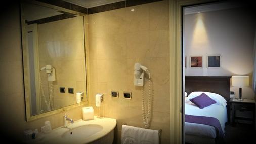 Regina Margherita Hotel - Cagliari - Bathroom